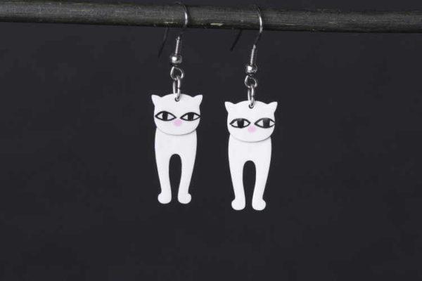 bílé kočky, smaltované náušnice