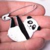 panda na ruce brož