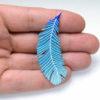 modrá smaltovaná brož pírko