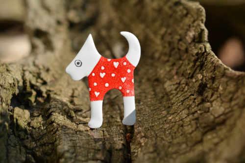 červený pes brož