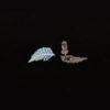 náušnice modré puzedy zezadu