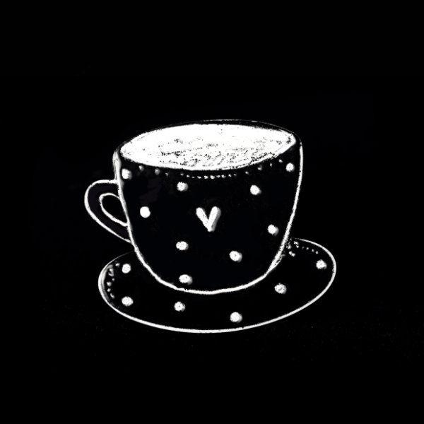 černý hrnek kávy brož