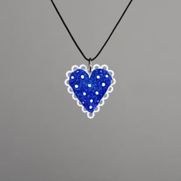 modré srdce s puntíky