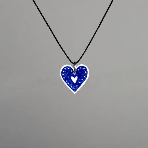 přívěšek modré srdce s puntíky na bižuterní niti